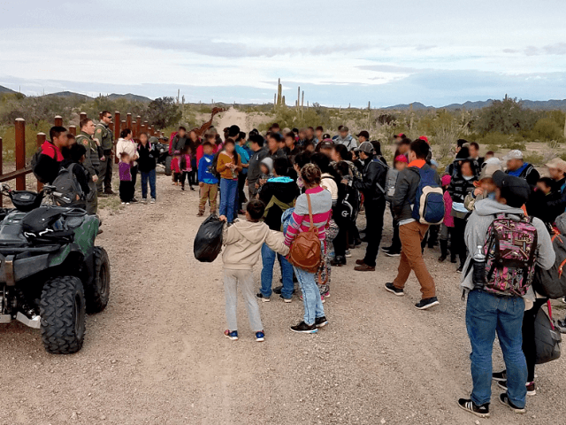 Large Migrant Groups Cross Border Barrier into Arizona, Say Feds