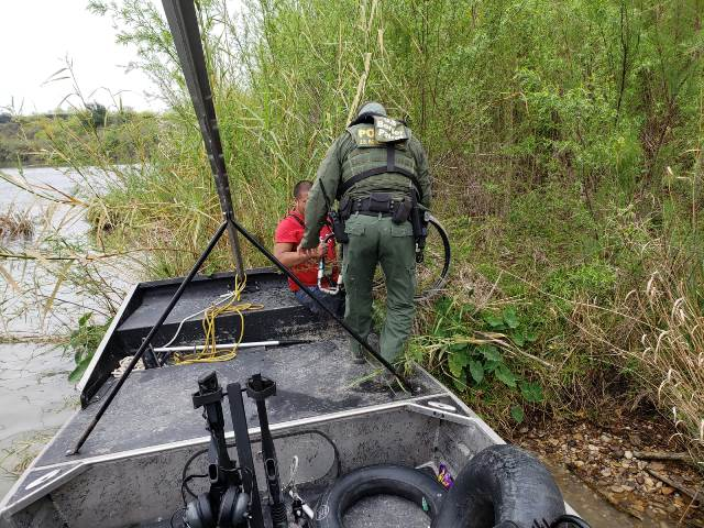 Cartel Smugglers Abandon Double-Amputee Migrant in Texas Border River