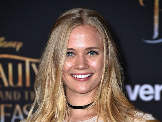 'Lizzie McGuire' Actress Carly Schroeder Leaving Hollywood to Join U.S. Army