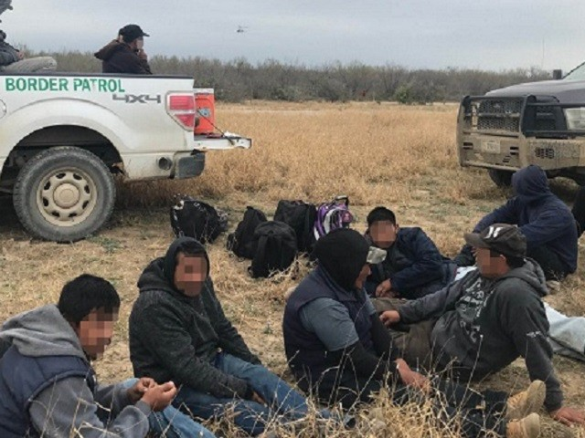Border Patrol Arrests 26 Migrants, 2 Smugglers Trying to Elude Capture