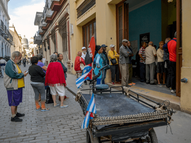 Cubans Turn Waiting for Hours in Ration Lines into a Social Media 'Challenge'