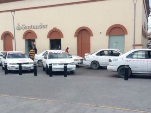 Gulf Cartel Taxis Block Mexican Border City Bridges to Texas
