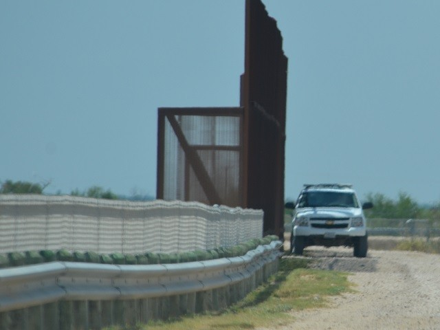 Feds Grant Contract to Build 4 Miles of New Texas Border Wall
