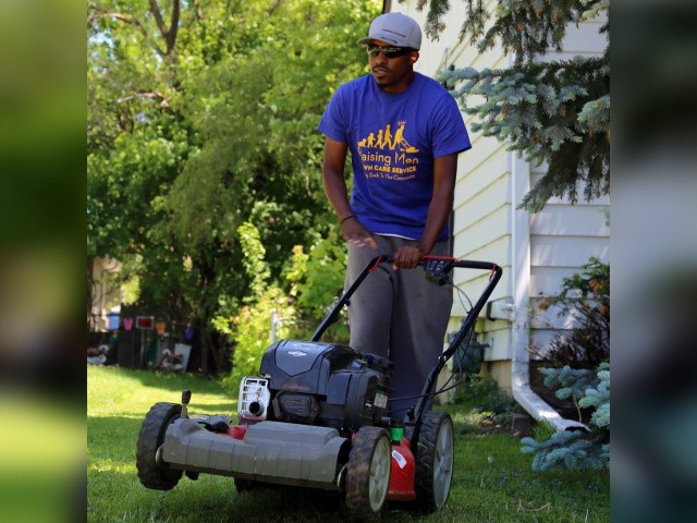 Alabama Man Mows Veterans' Lawns Across the Country