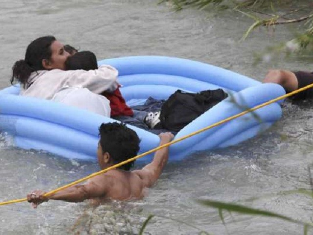Border Patrol Agents Resuscitate Drowning Infant Migrant