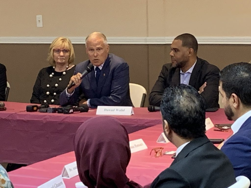 Jay Inslee Meets Detroit Muslim Leaders Ahead of Democratic Debate; Denounces Trump's 'Attack'