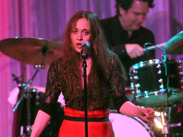 Fiona Apple to Donate 2 Years of Royalties from Her Song 'Criminal' to Illegal Immigrants
