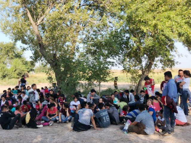 Smugglers Continue Use of Large Migrant Groups to Distract Border Patrol at Texas Border