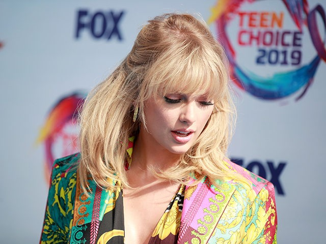 Nolte: Taylor Swift Fails to Save Teen Choice Awards from Record-Low Ratings
