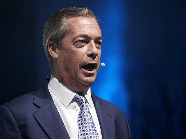 Farage: I'll Help Johnson Get 100-Seat Majority in Election Pact with Tories