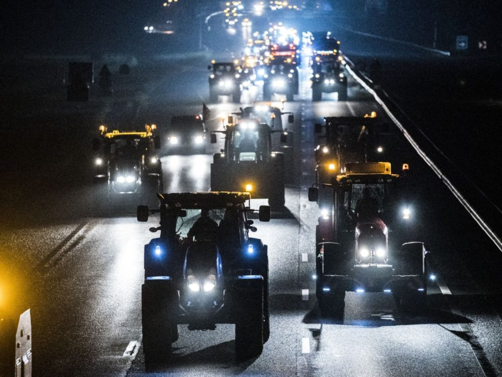 Incredible Pictures: Thousands of Tractors Shut Down Highways in Farmer's Anti-Green Madness Protest