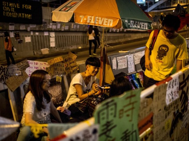 Hong Kong: China-Backed Thugs Vandalize Restaurant Giving Free Food to Protesters