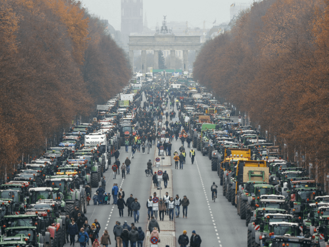 Protesting Farmers with 8,600 Tractors Paralyse German Capital