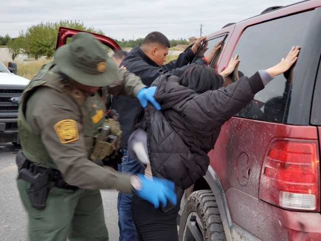 EXCLUSIVE: Chinese Migrants Apprehended, Smuggler Arrested at Texas Border