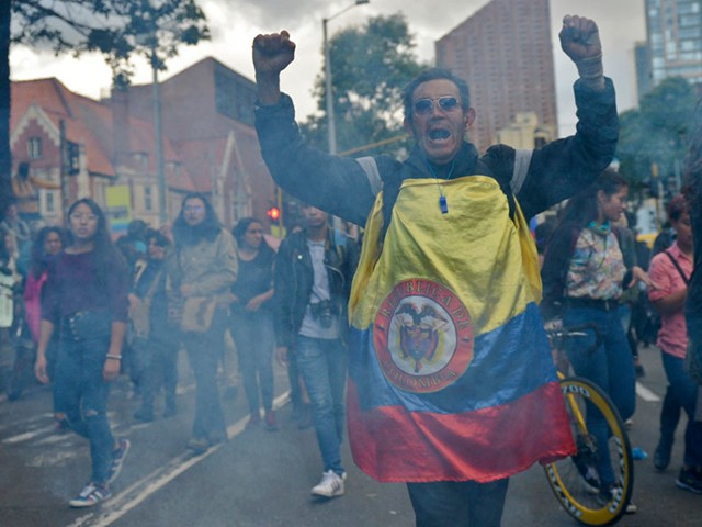 Colombians Form Community Defense Groups as Leftists Defy Curfews to Riot